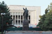 a_statue_of_Lenin_in_Bishkek.JPG